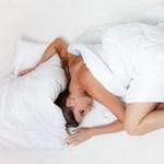 Szeret 1-2 órával tovább aludni hétvégén? Akkor van egy remek hírünk