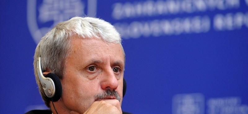 Már Dzurindát, a volt, jobboldali szlovák kormányfőt is burkoltan Sorosistázza a Fidesz pártalapítványa