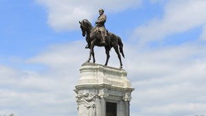 Lee tábornok szobrát is eltüntetik Amerikában