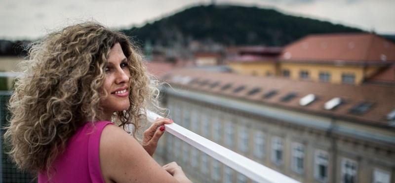 Meghalt Fábián Juli énekesnő