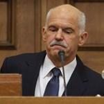 Papandreu szabadulna a gyilkos ölelésből. De lesz-e népszavazás?
