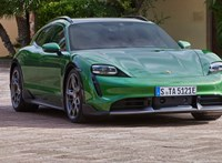 Bemutatkozott a családi Porsche Taycan