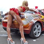 Nincs vérforralóbb az autót mosó bikinis szexbombáknál - fotók