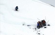 Lavina Romániában: meghalt egy túrázó