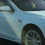 Kitiltottak egy brit Tesla-sofőrt az autópályáról, és nem tudjuk azt mondani, hogy nem jogosan – videó