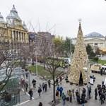 Az Erzsébet téri karácsonyfa biztosan a tűzön végzi – fotók
