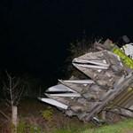 Fotók: beborult egy kombájn az árokba Nyírlövőnél