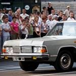 Szovjet katonai parádés luxusautót vásárolna? Most megteheti