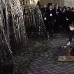 Holokauszt-túlélőkkel rázott kezet Merkel Budapesten