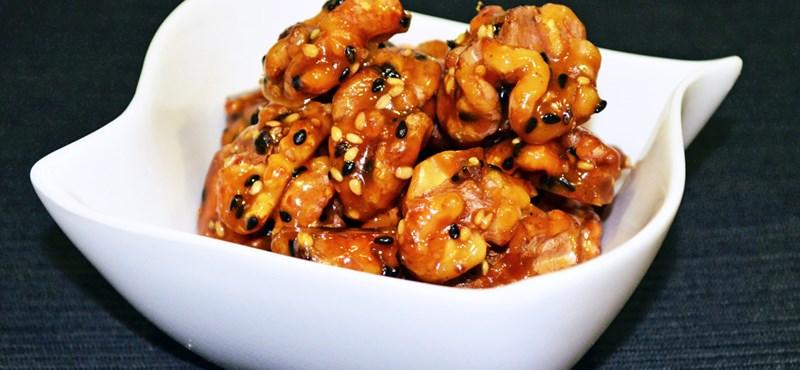 Tökéletes csemege:karácsonyi karamellizált dió szezámmal – recept