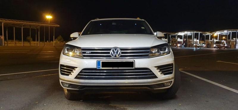 Szép példány ez a lopott VW Touareg R, amely fennakadt a határon