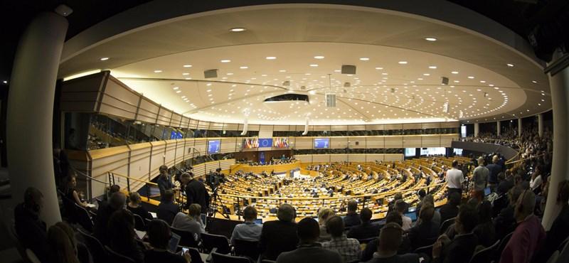 Itt a Fidesz válasza: Soros-jelentést fogadott el az EP
