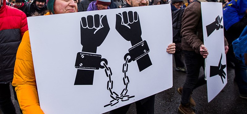 IDEA: a baloldal semmit nem profitált a túlóratörvényes tiltakozásokból