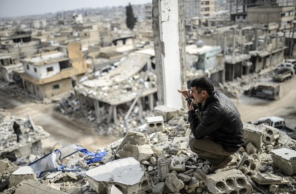 afp.15.01.28. - Kobani (Ain Al-Arab), Szíria: két nappal az után, hogy a kurd harcosok teljesen kiűzték az Iszlám Állam (IÁ) nevű terrorszervezet fegyvereseit a török-szíriai határvárost több mint négy hónapja ostromló Kobaniból. - 7képei