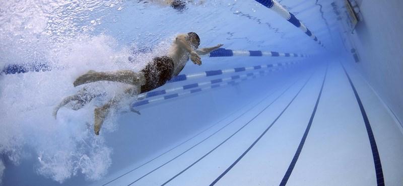 Már két év múlva taníthat a gyerekeket víz alá nyomó nyíregyházi tanár