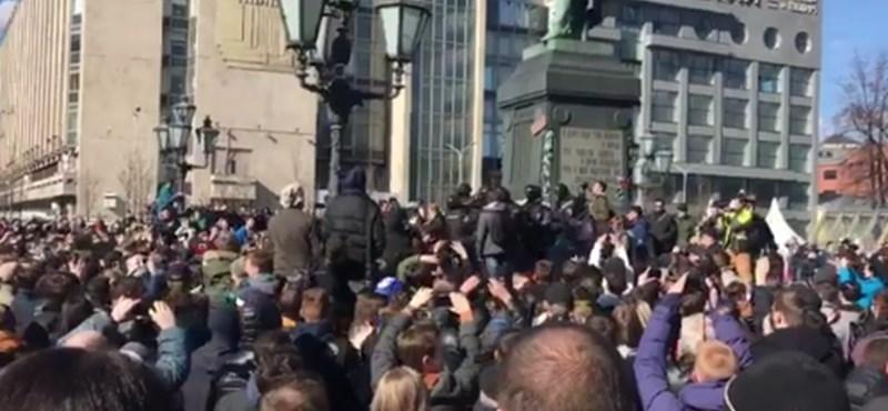Tüntetések Oroszországban, rendőrök vitték el Putyin legnagyobb riválisát