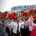 Plüssmackókkal csaphatják be Kim Dzsong Unt az észak-koreaiak