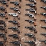 30 pisztolyt tartott otthon engedély nélkül