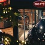 Üvegbúra alatt tartják egy francia városka főterén a Bugatti 5 milliárd forintos autóját