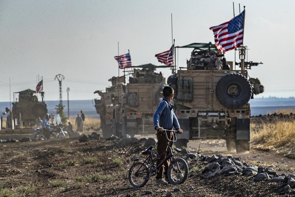 nagyítás afp.19.10.31. szír kisfiú, amerikai harckocsik, török határ