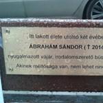Emléktáblát állítottak az elhunyt Lövőház utcai hajléktalannak