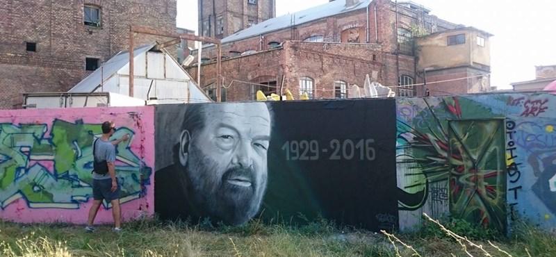 Fotó: A Filatorigát graffitisei Bud Spencerre emlékeznek