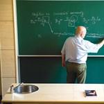Nincs elég tanár? A nyugdíjasok megtartásán dolgozik a kormány