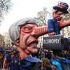 Ki mutatja meg a kiutat a Brexit-káoszból? Boris Johnson vagy Uri Geller?