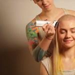 Sokkoló hajvágós videó: minden nő rémálma vált valóra egy orosz fodrászatban