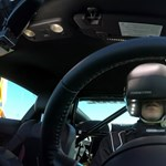 Ilyet még nem láttunk: valódi driftelés egy Mustanngal a virtuális világban – videó