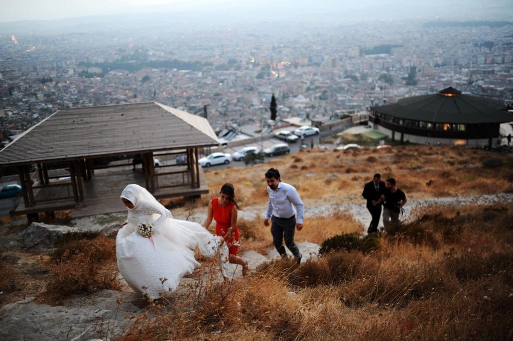 Antakya , Törökország: friss házasok a város egyik dombján.  - 7képei