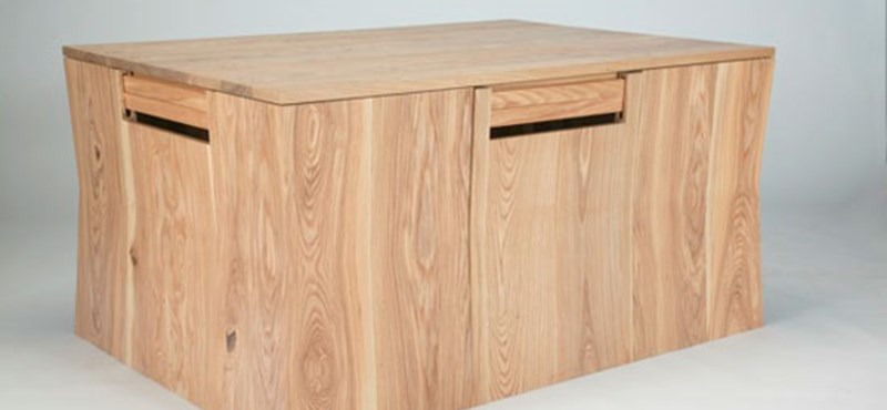 Amerikai dizájn: négy széket rejt az étkezőasztal!