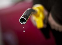 Marad 400 forint felett a gázolaj literenkénti ára