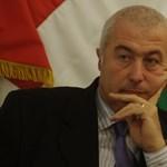 Brókerbotrány közepén kitüntették a felügyeletet kétszer is vezető Szász Károlyt