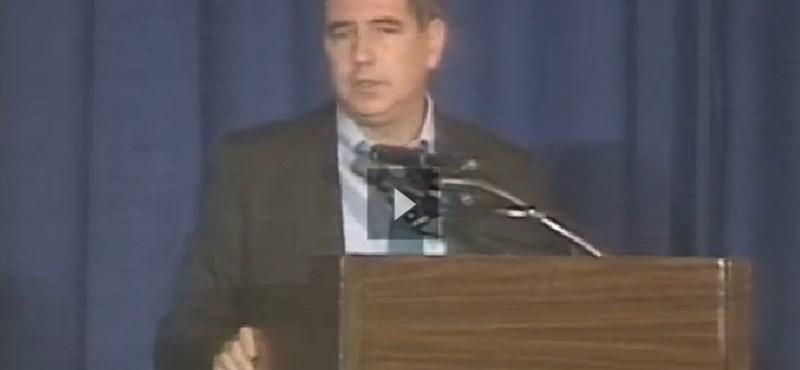 Ritka videó: Finkelstein eligazítást tart