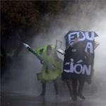 Több mint nyolcvanezer egyetemista és tanár tüntetett az oktatásért Chilében