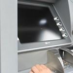 Letartóztatták a férfit, aki 100 bank ATM-jeiből lopott el 300 milliárd forintot – egy vírus segítségével