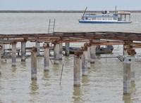 Nem hiszik a beruházás ellen tiltakozók, hogy bombát találtak a Fertő tóban