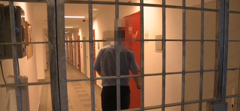 A börtönőrök állítják, nem tudták, hogy három héten át kínoztak egy rabot