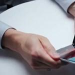 Kiszivárgott egy videó: valaki már használja a Microsoft új gépét, a Surface Duót?