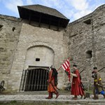 Magyar Nemzet: Trükköktől hemzsegnek az egri vár felújításának papírjai