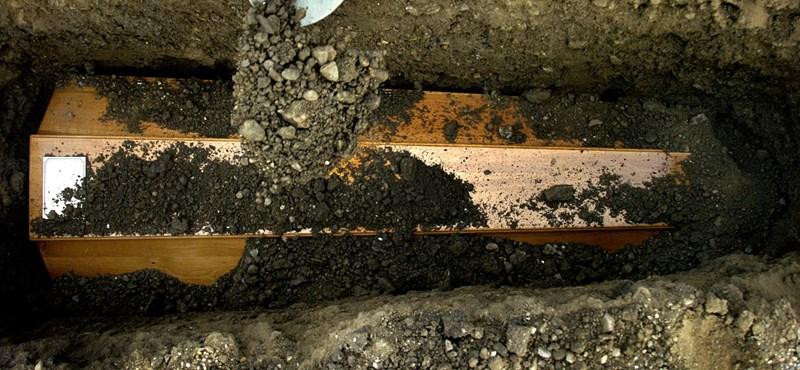 Rejtély Szigetváron: eltűntek a holttestek egy családi kriptából
