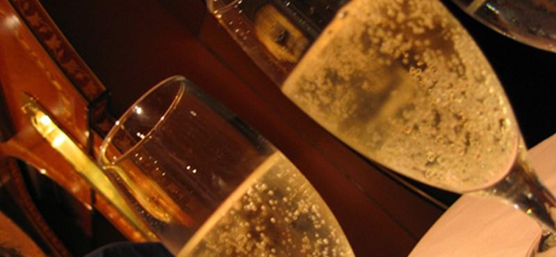Tengerből megkerült cári pezsgőt kínál egy szálloda