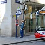 Mint egy Kindle a buszmegállóban: e-papírra cseréli menetrendjeit a bécsi közlekedési vállalat
