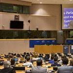 Mark Zuckerberg ma nem alszik nyugodtan, az Európai Parlament belengette a Facebooknak a vörös zászlót