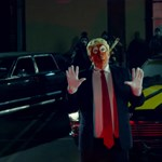 Snoop Dogg új klipjében egy Ronald Klump nevű bohócra szegezi fegyverét