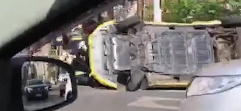 Felborult egy taxi a Sziget közelében