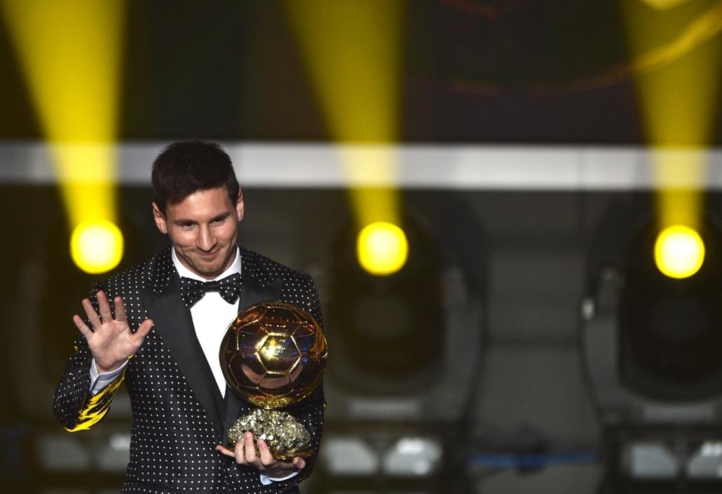 Nagyításgaléria - Lionel Messi, a spanyol Barcelona argentin csatára beszél, miután átvette az év legjobb labdarúgójának odaítélt Aranylabdát a Nemzetközi Labdarúgó-szövetség, a FIFA díjkiosztó gálaestjén Zürichben.