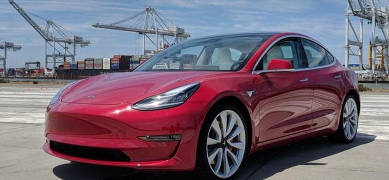 Indiában is piacra lép a Tesla