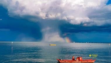 Furcsa, gombaszerű felhő jelent meg a Balaton fölött, de nyugalom, nem attól